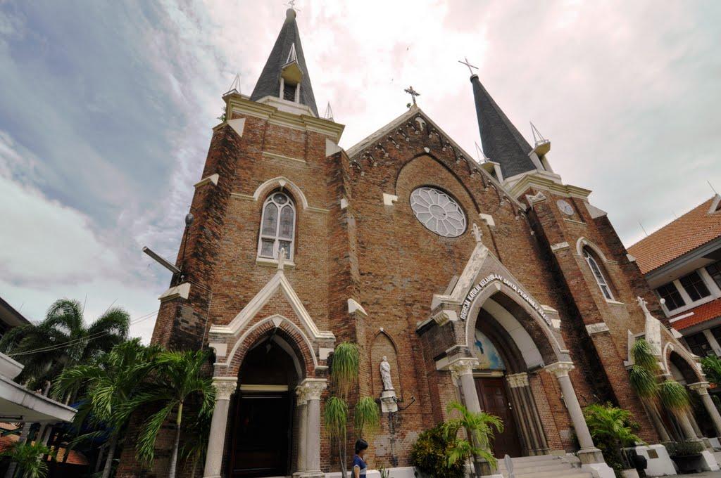 Gunakan Jasa Sewa Mobil Surabaya Mengunjungi Gereja Putera Mentari